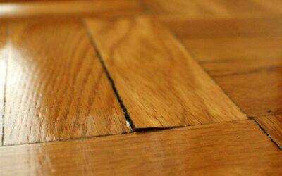 Hoe waterschade aan houten vloer voorkomen en repareren
